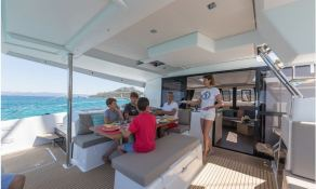 Saona 47 Fountaine Pajot Interior 1