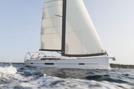 Dufour 520 GL with watermaker & A/C Exterior 1
