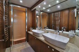 MOGUL  Sunseeker Yacht 90 Interior 3