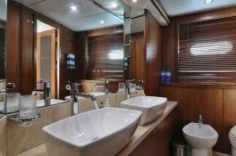 MOGUL  Sunseeker Yacht 90 Interior 4