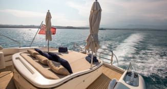 ELLERY A   Leopard Yachts Leopard 24 Interior 9