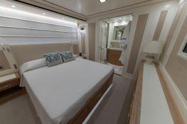 MY WAY  San Lorenzo Yacht 112 Interior 8