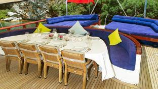 Perla Del Mar 2 dining