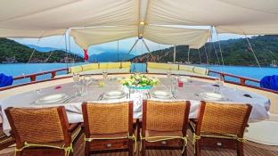 Perla Del Mar 2 dining exteriror