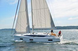 Bavaria 42 Bavaria Yachts Exterior 1