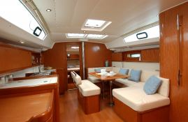 Oceanis  43 Beneteau Interior 1