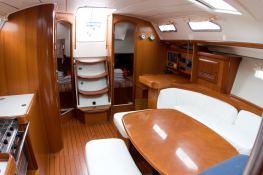 Oceanis 393 Beneteau Interior 1