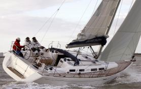 Dufour 425 Dufour Yachts Exterior 2