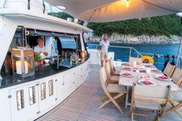 MYSTIQUE    Catamaran 70 Interior 6