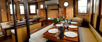 Raja Laut Schooner 100' Interior 4