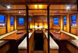 Raja Laut Schooner 100' Interior 5