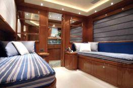 Camarik  Ferretti Yacht 34M Interior 6