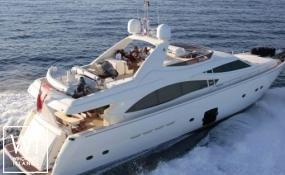 Ferretti Yacht 830