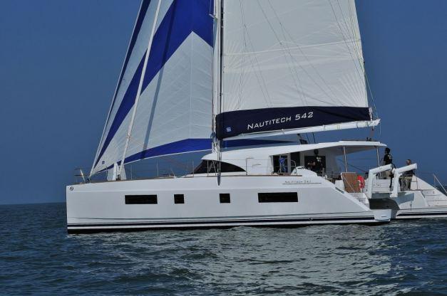 Location de bateaux Nautitech542