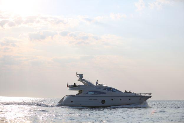 Location de bateaux Aicon Fly64