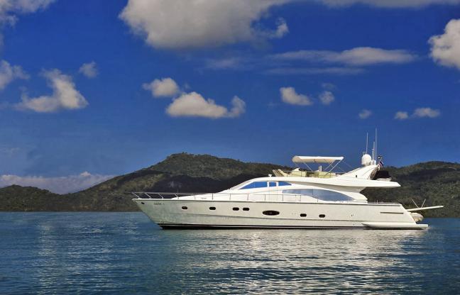 Location de bateaux Ferretti680
