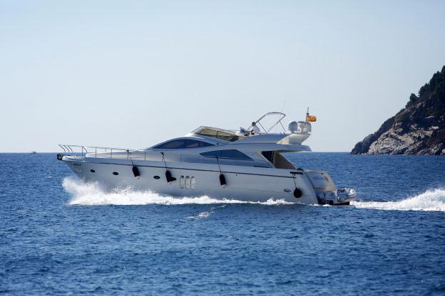 Location de bateaux Yacht61