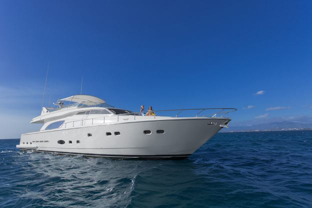 Location de bateaux Yacht810