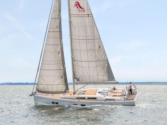 Location de bateaux Hanse548
