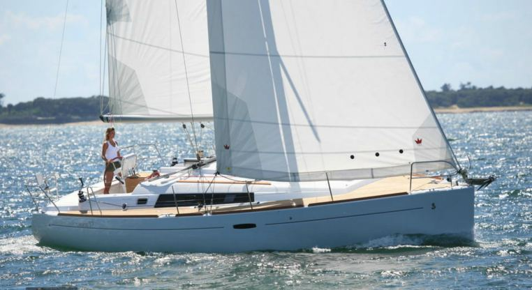 Location de bateaux Oceanis 37