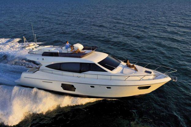 Location de bateaux Ferretti530